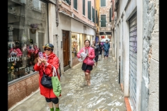 HOLIDAY-MAKERS-BRAVE-VENETIAN-FLOODS-by-Glynn-Rhodes